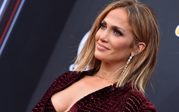 Jennifer Lopez 50 anni: come fa ad essere così bella? Ecco i suoi segreti