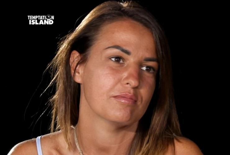 Karina Cascella contro Anna