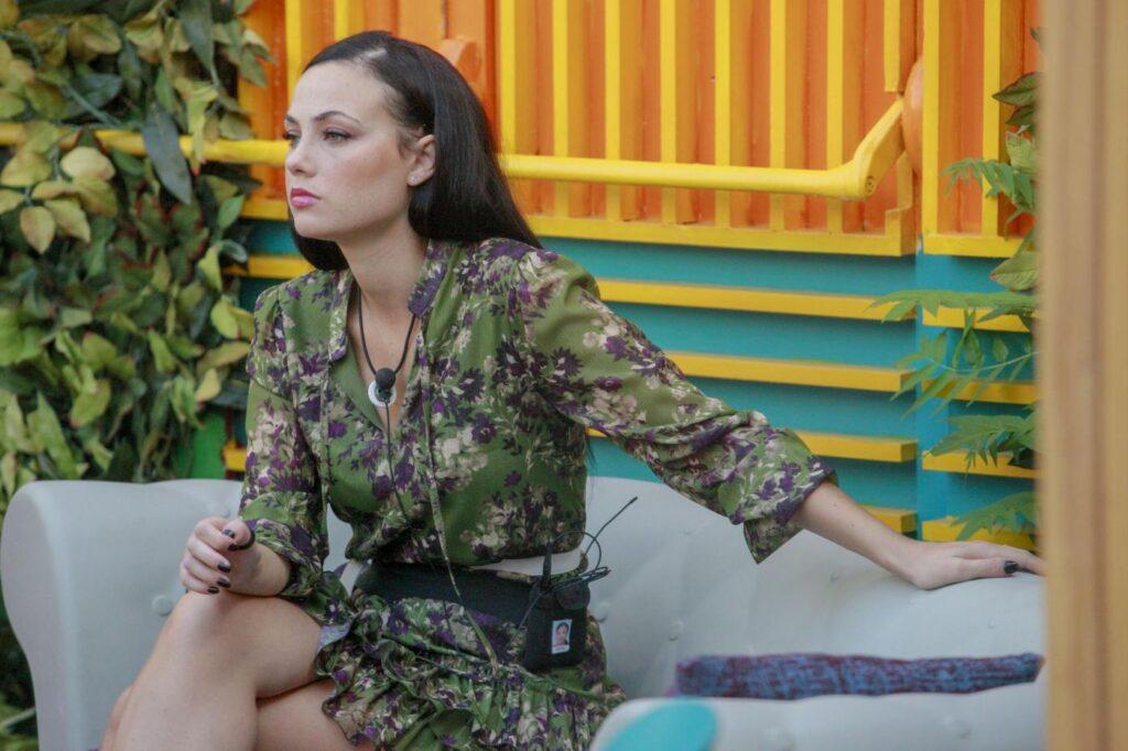 Manuela Arcuri in difesa dell'AresGate