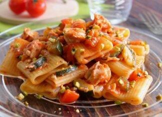 Ricetta Rigatoni con sugo di salmone e zucchine: un primo piatto veloce, buono e gusto